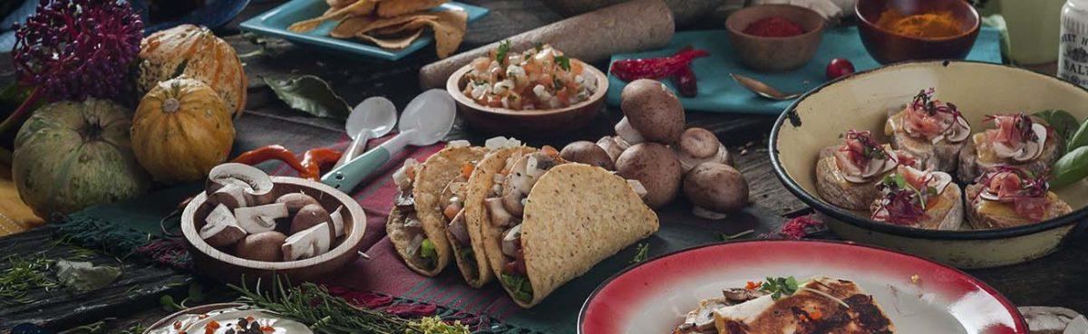 Nachos tacos quesadillas y tapas o gorditas