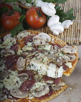 Pizza de championes y peperoni setas de curva