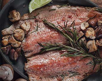 Trucha con championes asados
